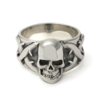 large-skull-and-thorns-ring-front