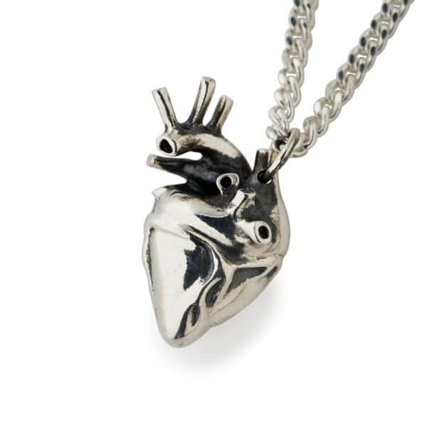 anatomical-heart-pendant-front