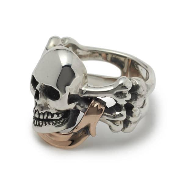 skull-and-rose-gold-banner-ring-angled