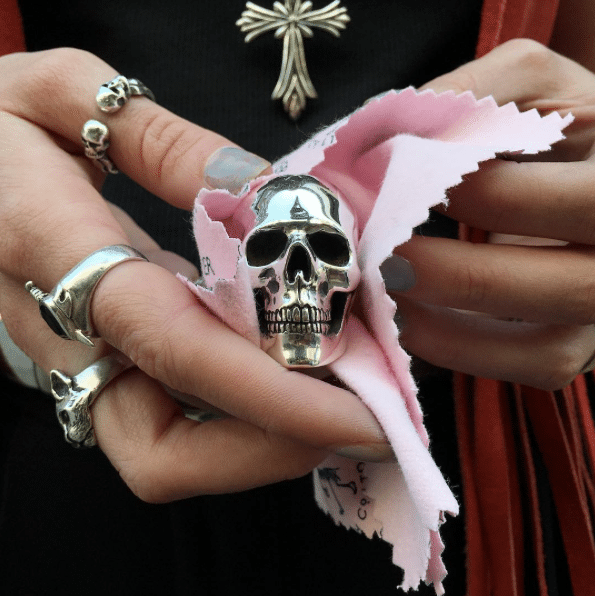 polishing-cloth-skull-ring