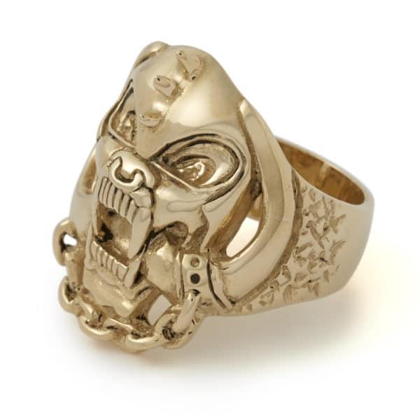 9ct-gold-warpig-ring-angled