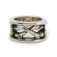 chunky-crossbones-ring-front