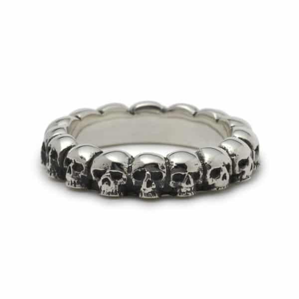 circle-of-skulls-ring-angled