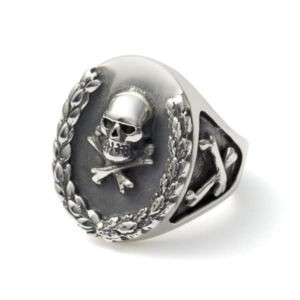 silver-wreath-ring-angled