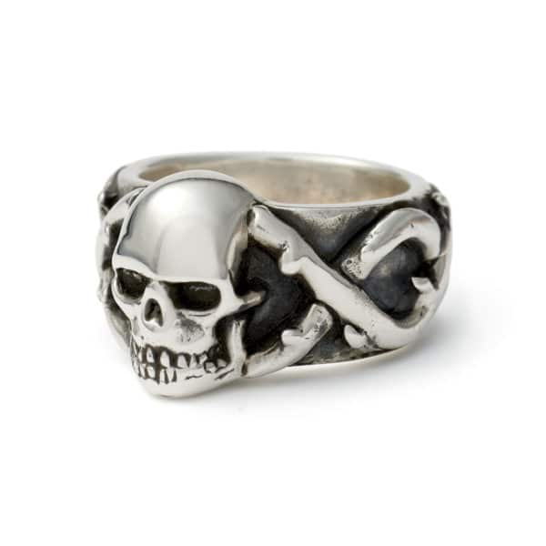 skull-and-thorns-ring-angled