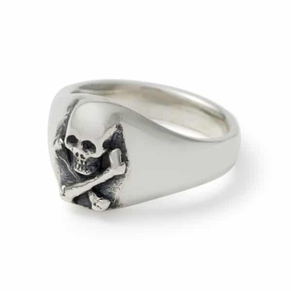 small-skull-signet-ring-angled